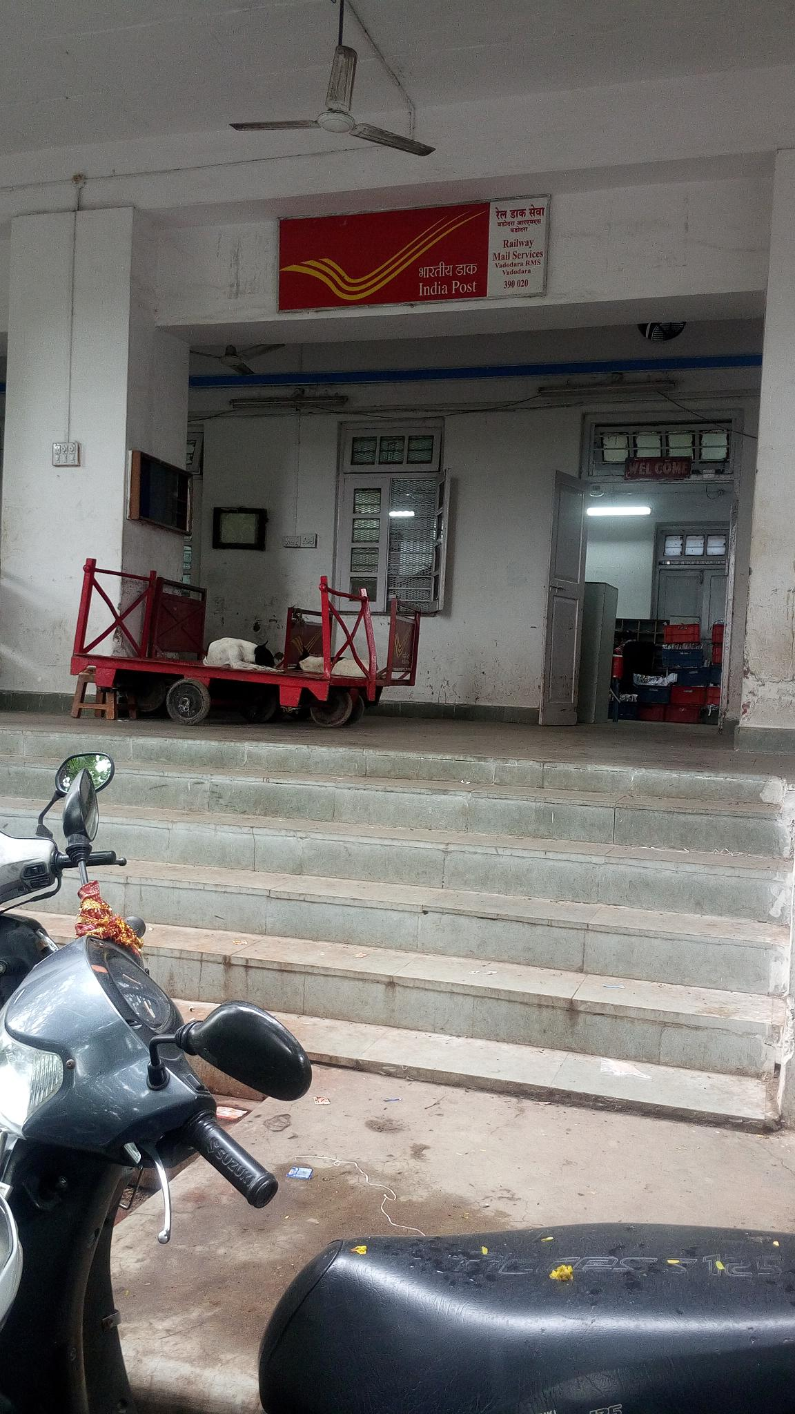 RMS vadodara having awkward 6 steps without any Ramp to access post office services. Inaccessible RMS for Divyang