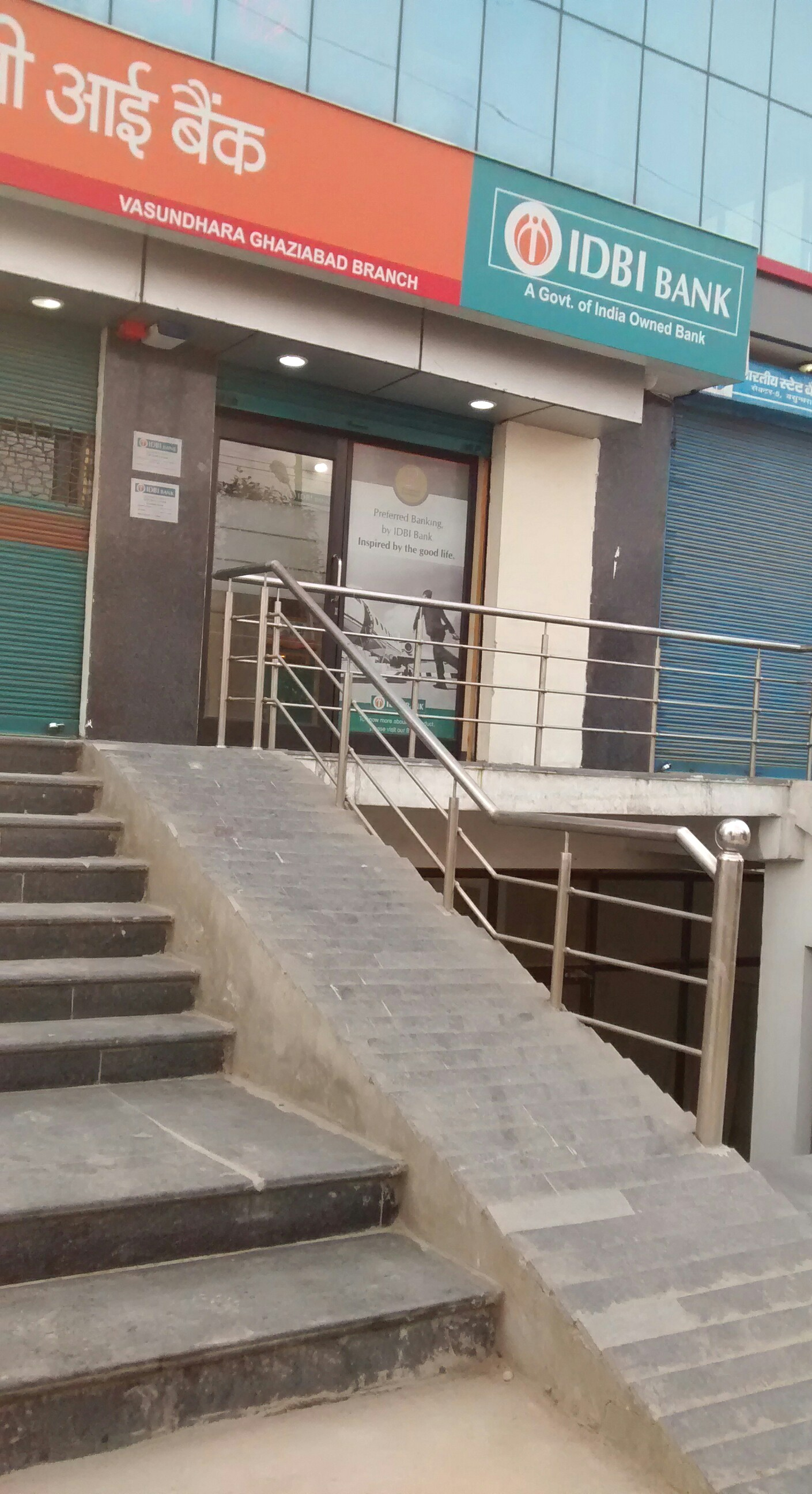 A steeeeeeeeeeep ramp at IDBI bank, sector 5, Vasundhara, Ghaziabad, UP. Mount Everest for anyone
